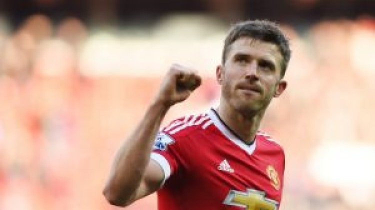 Michael Carrick to extend Manchester United stay until summer of 2017
