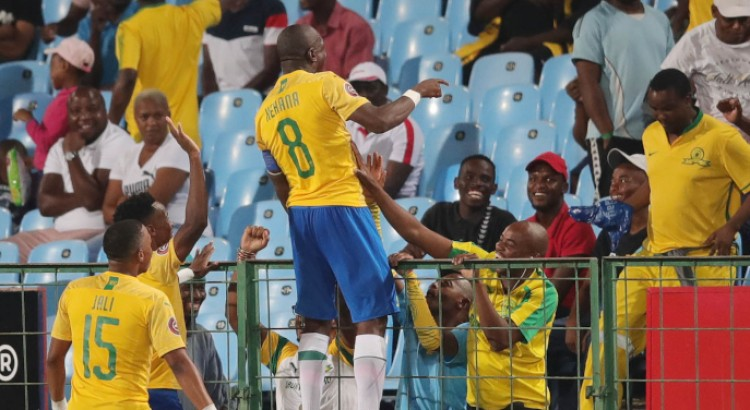 DOWNS BEAT CELTIC TO CLOSE IN ON CHIEFS
