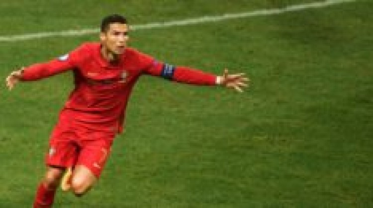 FIFA President and Legends pay homage to CR7